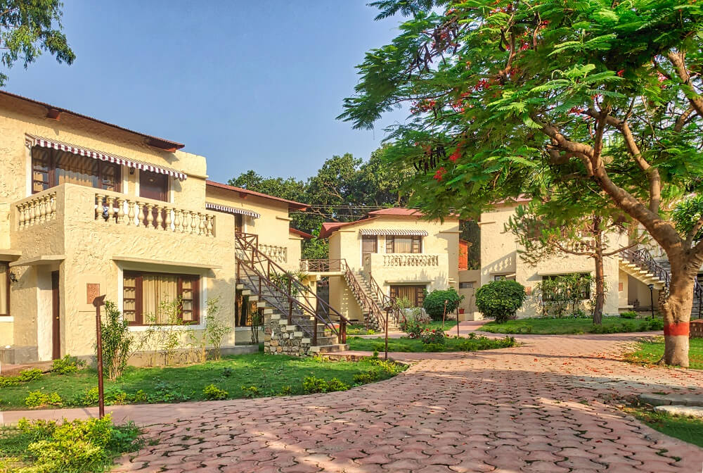 hotel and resort in corbett national park
